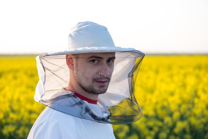 年轻养蜂家 图库摄影