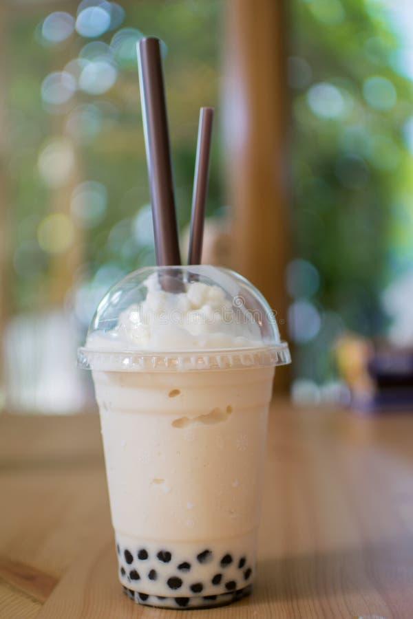 蜂蜜和牛奶珍珠茶 免版税库存照片
