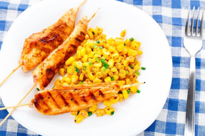 蜂蜜鸡串用烤菜用结页草 免版税库存照片