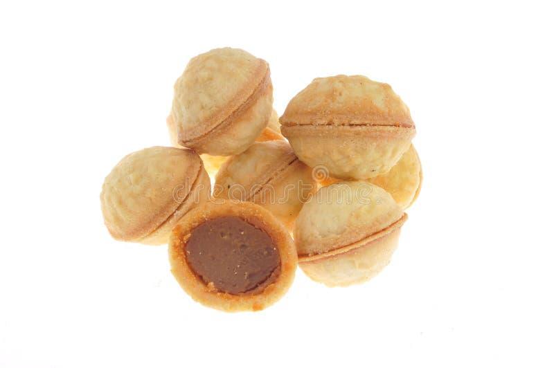 蜂蜜,牛奶查出的曲奇饼螺母 免版税库存照片