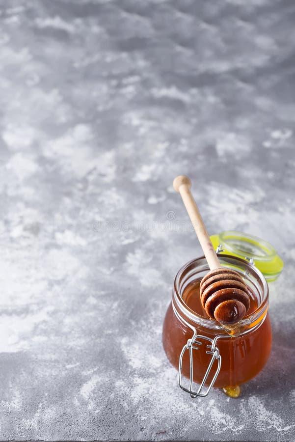 蜂蜜 滴下的蜂蜜 免版税库存照片