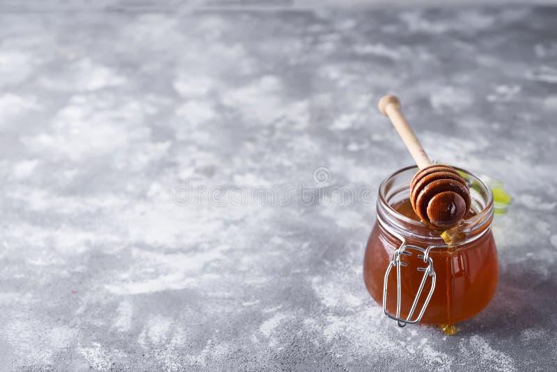 蜂蜜 滴下的蜂蜜 免版税库存图片