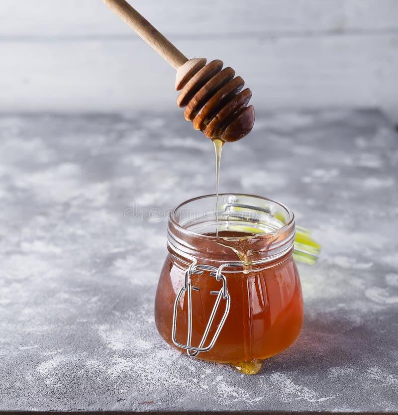 蜂蜜 滴下的蜂蜜 图库摄影