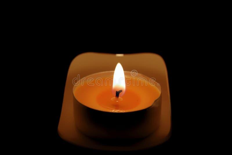蜡烛光在黑暗中 免版税库存照片