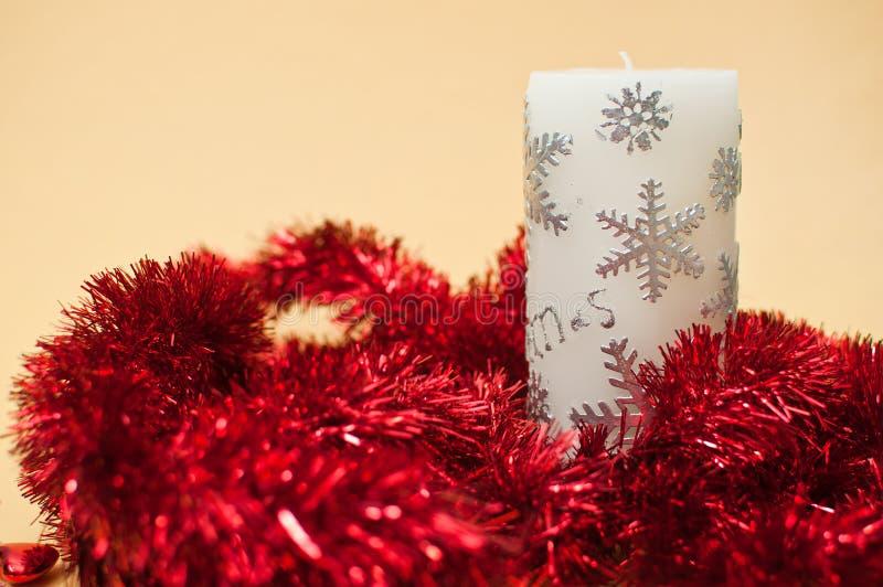 蜡烛圣诞节装饰闪亮金属片 免版税库存照片