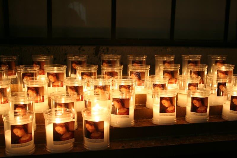 蜡烛在一个教会里在佛罗伦萨,意大利 免版税库存照片