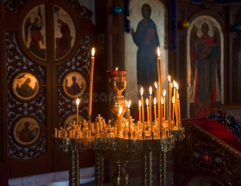 蜡烛在东正教里 免版税库存照片