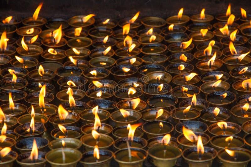 蜡烛在修道院里 免版税库存图片