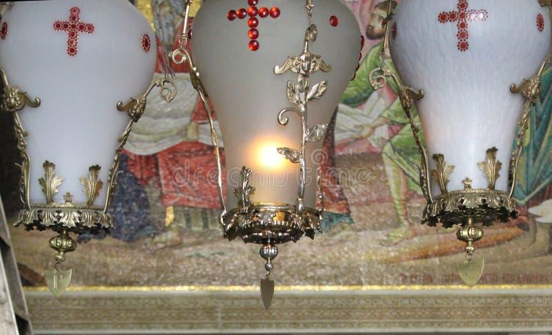 蜡烛在圣墓教堂,基督的坟茔,在耶路撒冷耶路撒冷旧城,以色列 免版税库存照片