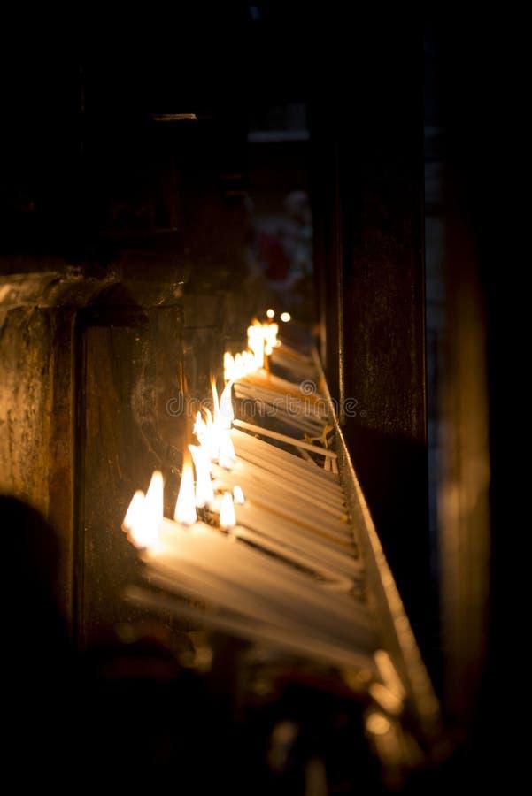 蜡烛在寺庙的希望 免版税图库摄影