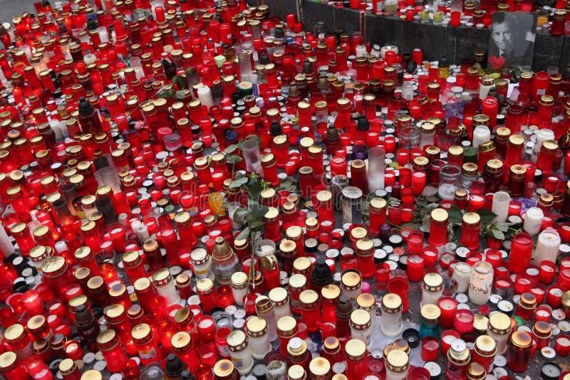 蜡烛在memoriam已故的捷克总统瓦茨拉夫Havel下来 库存照片