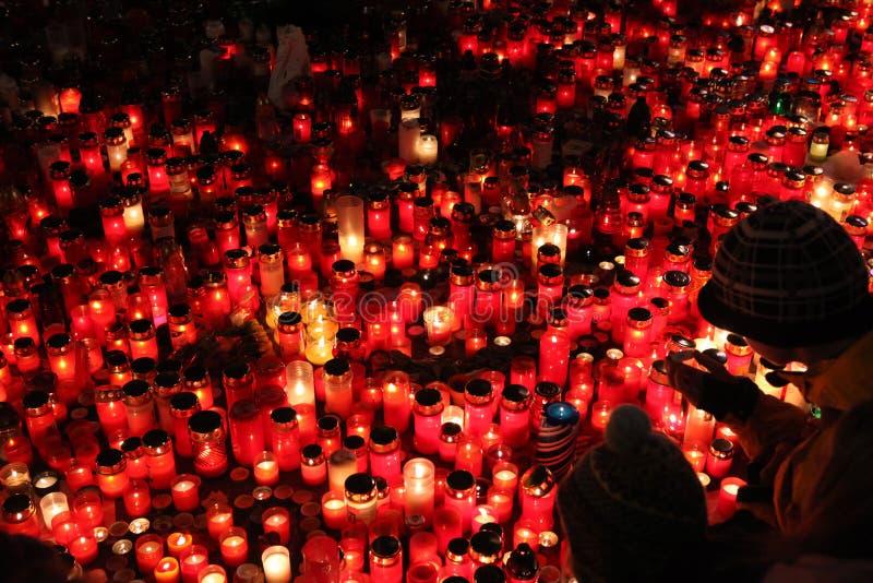 蜡烛在memoriam已故的捷克总统瓦茨拉夫Havel下来 免版税库存照片