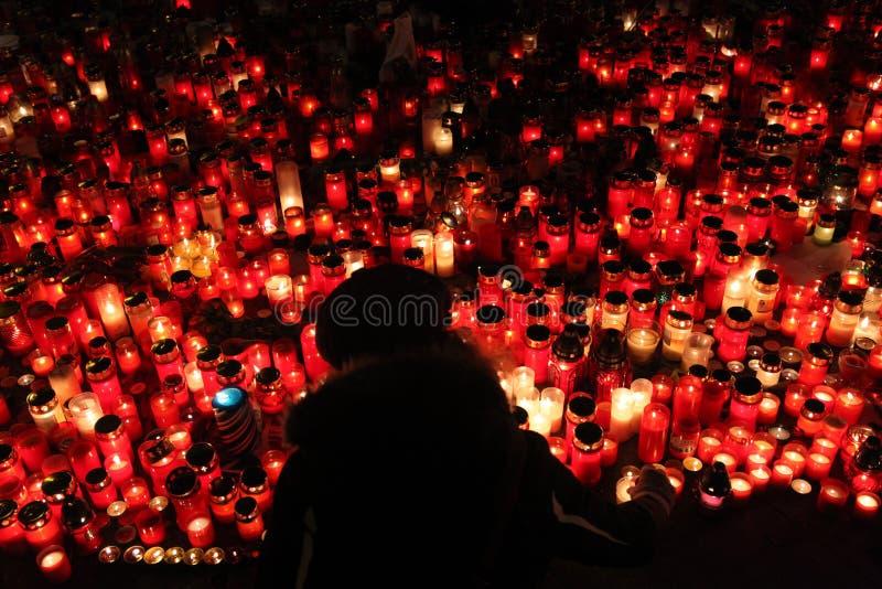 蜡烛在memoriam已故的捷克总统瓦茨拉夫Havel下来 免版税库存图片