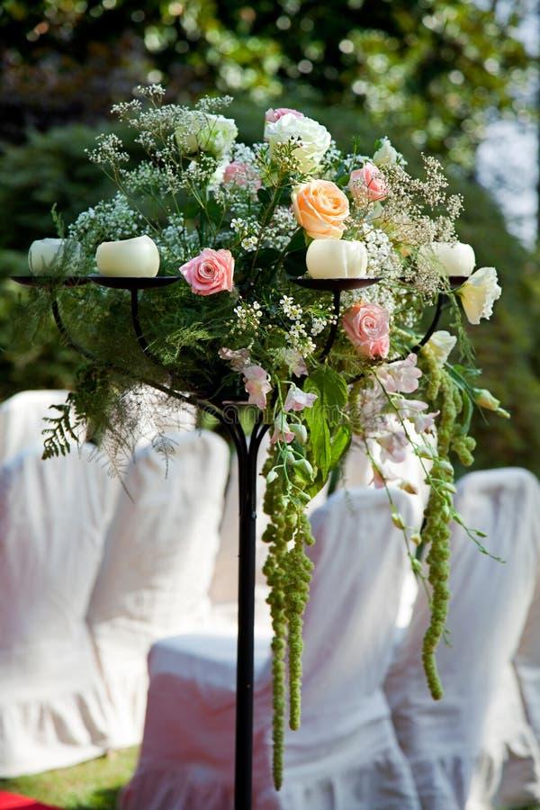 蜡烛婚姻的花 免版税库存照片