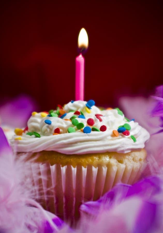 蜡烛杯形蛋糕轻 库存图片