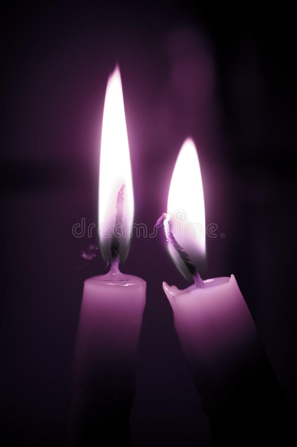 蜡烛爱紫色 库存照片