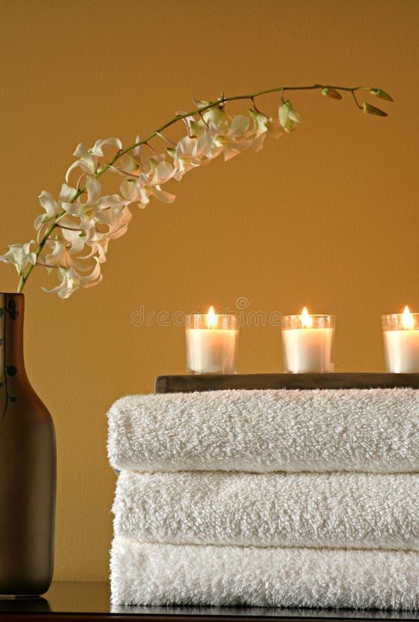 蜡烛花毛巾花瓶 免版税库存照片