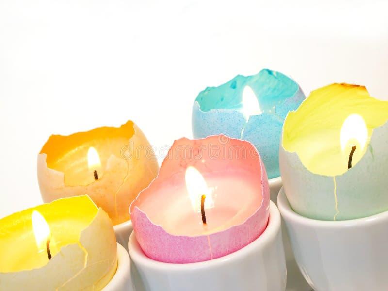 蜡烛装饰复活节彩蛋 免版税图库摄影