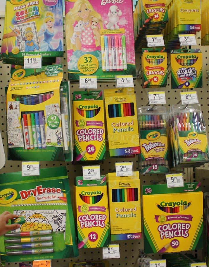 蜡笔标志和颜色铅笔 免版税图库摄影