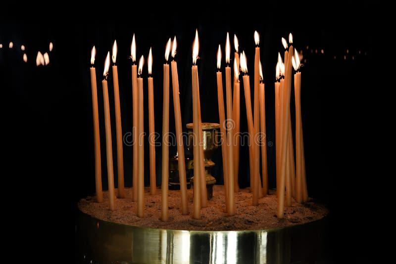 蜡蜡烛在东正教里 免版税库存图片