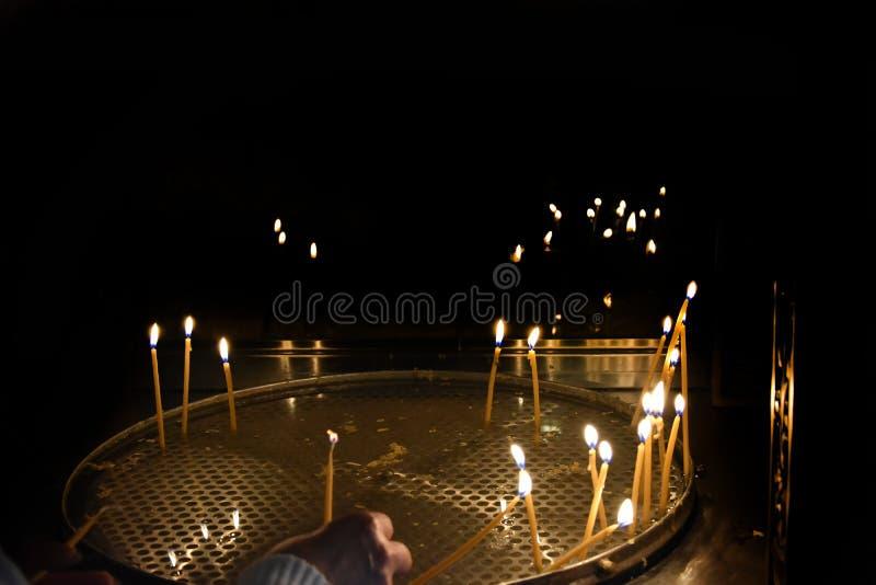 蜡蜡烛在东正教里 免版税库存照片
