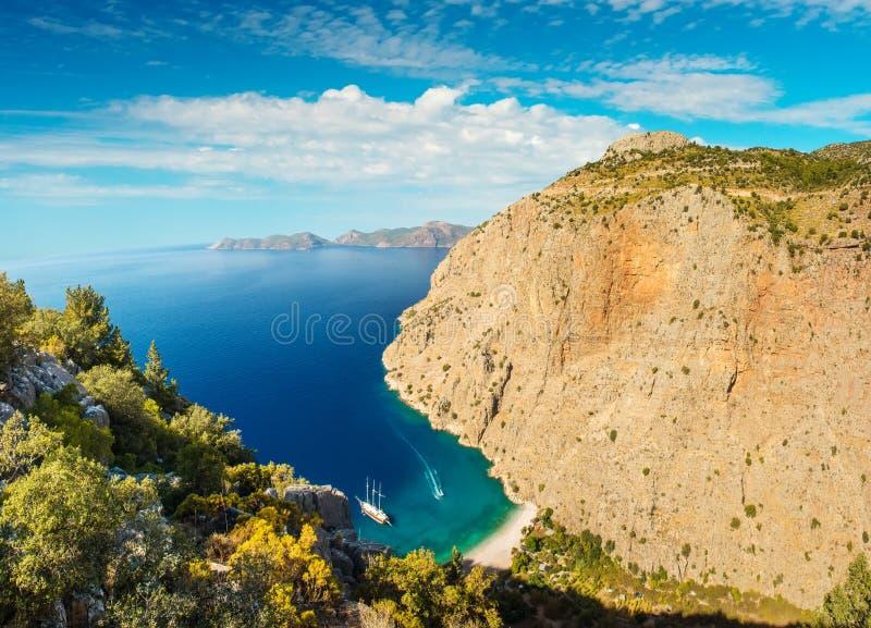 蝴蝶谷海视图和小船Oludeniz,土耳其 免版税库存图片