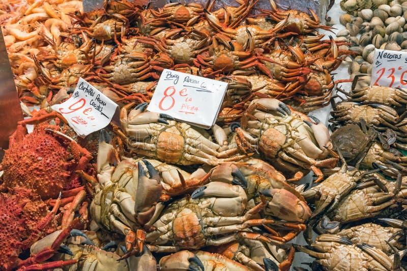 螃蟹和其他甲壳纲待售 免版税库存照片