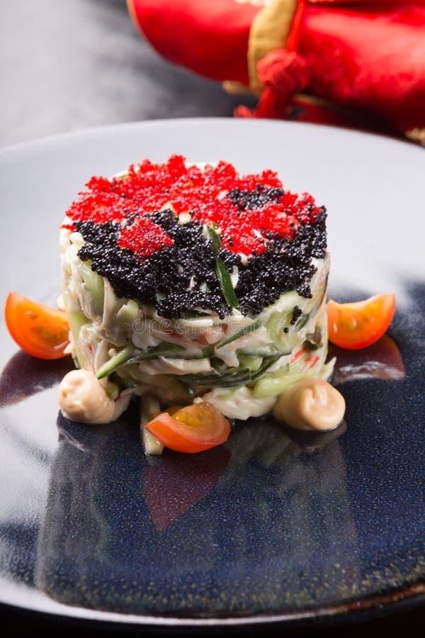 螃蟹沙拉供食用鱼子酱 免版税库存照片