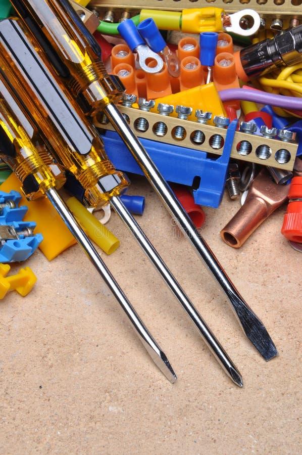 螺丝刀和电动元件 库存照片