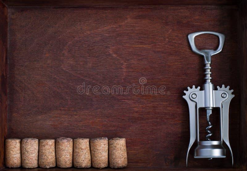 螺旋式前进和相同酒黄柏行入暗箱 免版税库存图片