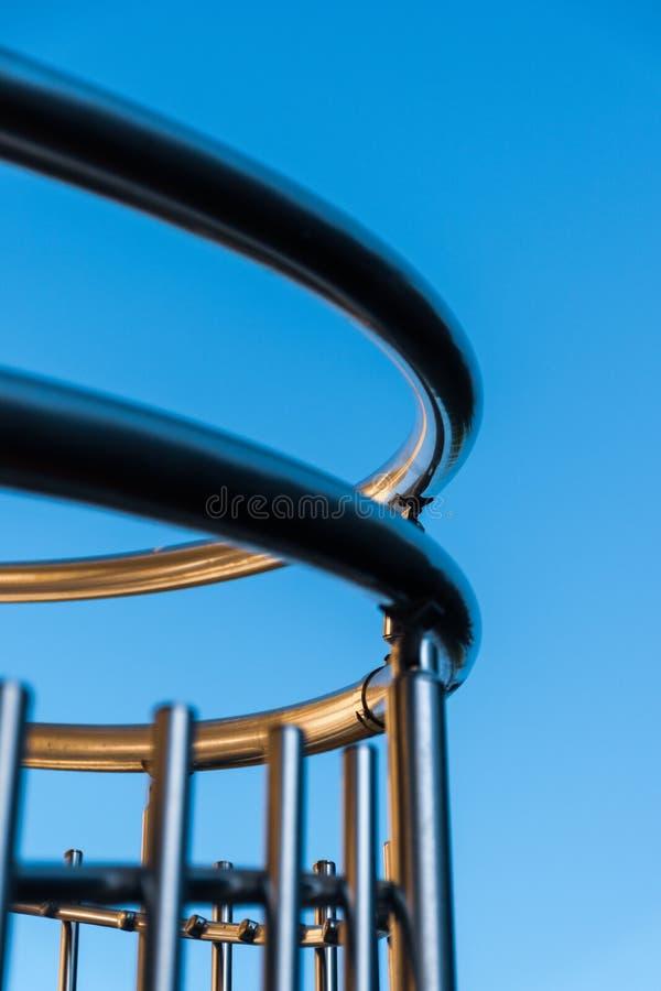 螺旋形楼梯钢inox扶手栏杆设计元素 免版税库存照片