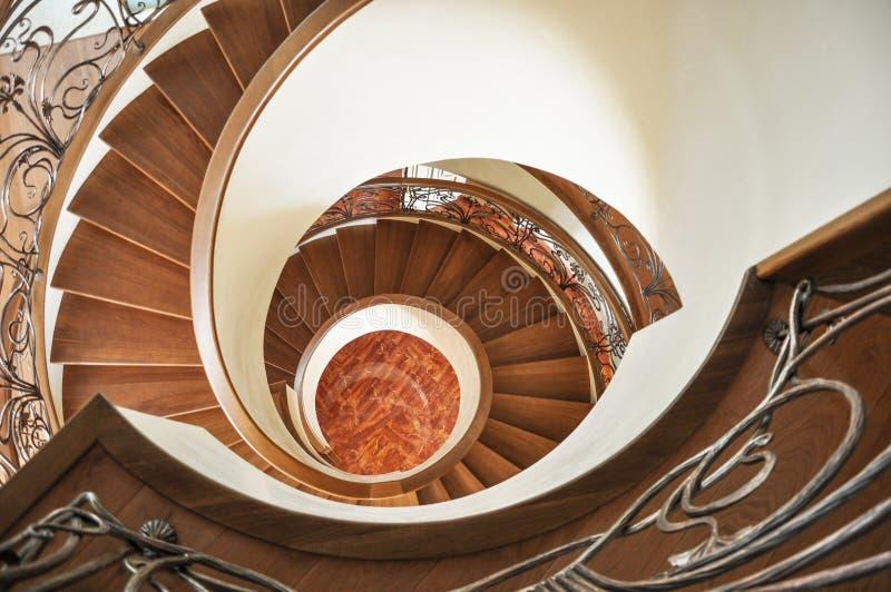 螺旋形楼梯 在视图之上 免版税库存图片