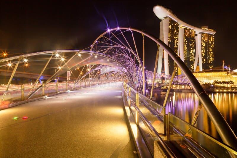 螺旋桥梁和小游艇船坞海湾沙子 免版税图库摄影