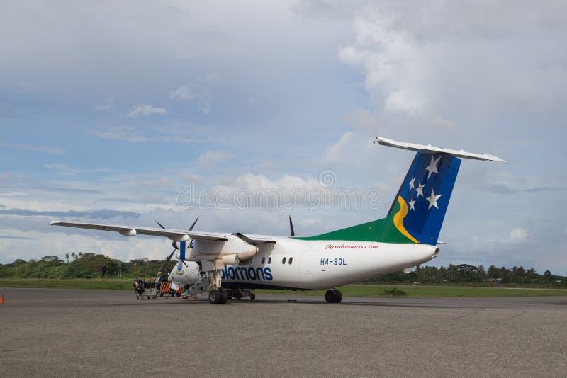 螺旋桨推进式飞机在霍尼亚拉机场,所罗门群岛 图库摄影
