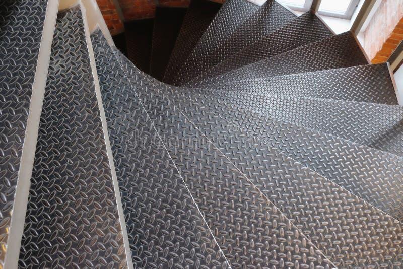 螺旋金属楼梯 免版税库存图片