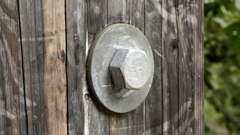 螺栓和洗衣机在木桥 图库摄影