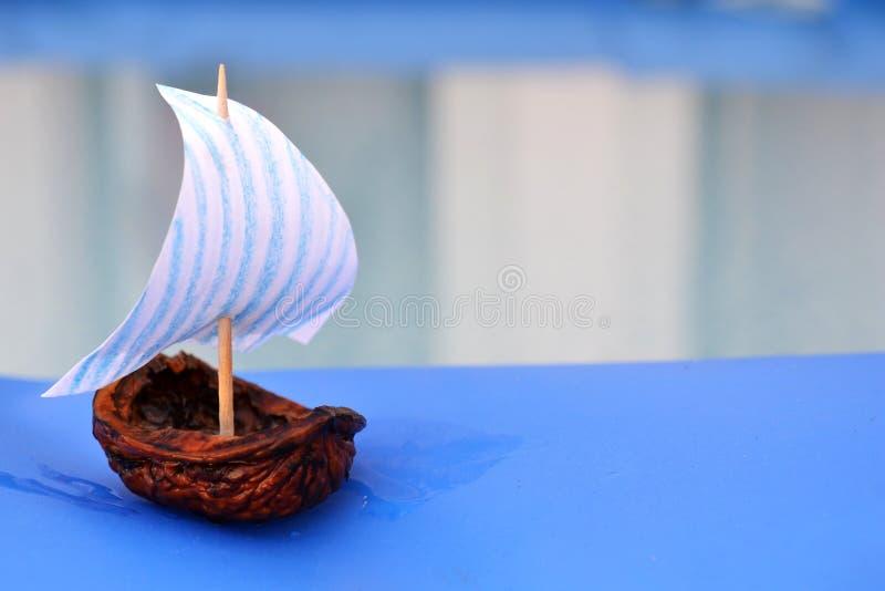 螺母壳帆船 库存图片
