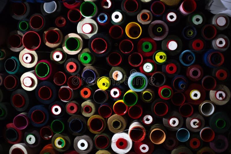 螺纹不同的五颜六色的丝球  库存图片