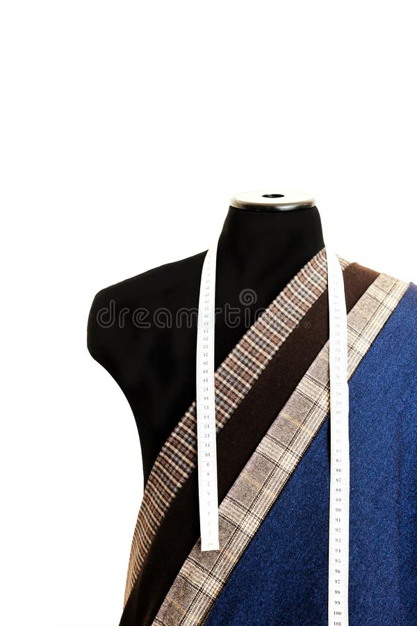螺纹织品羊毛缝合的人笼子蓝色选择设计工作室裁缝许多另外事颜色卷尺外行图钝汉 免版税库存图片