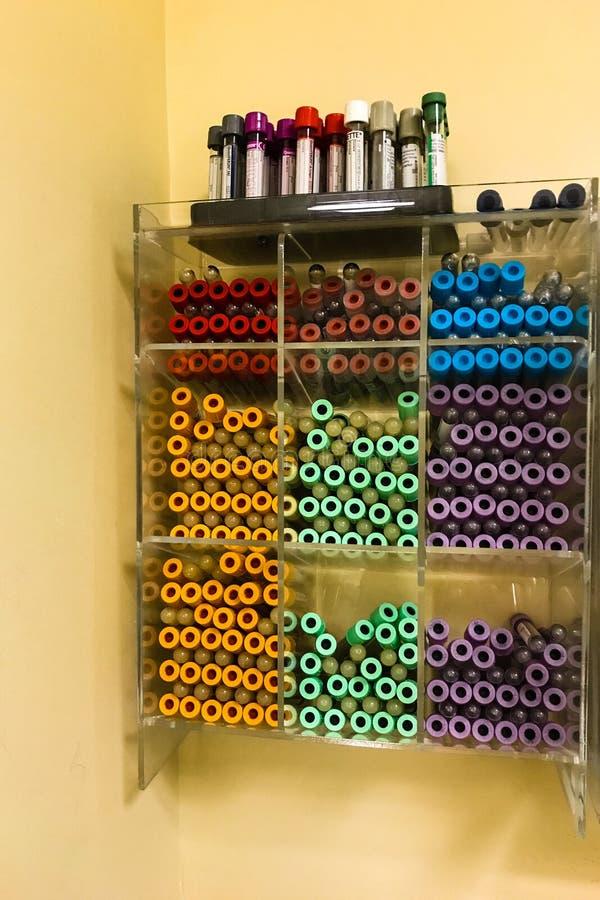 血液的医疗设备在实验室画 免版税图库摄影