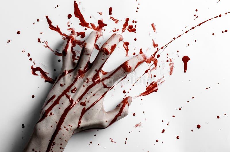 血淋淋的万圣夜题材:在白色的血淋淋的手印刷品留下血淋淋的墙壁 免版税库存图片