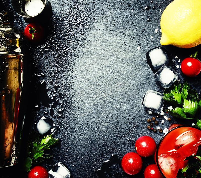 血玛莉酒酒精鸡尾酒用蕃茄,冰,柠檬汁, sauc 库存图片