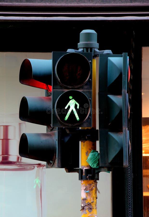 行人交叉路光和红绿灯,绿色 免版税图库摄影