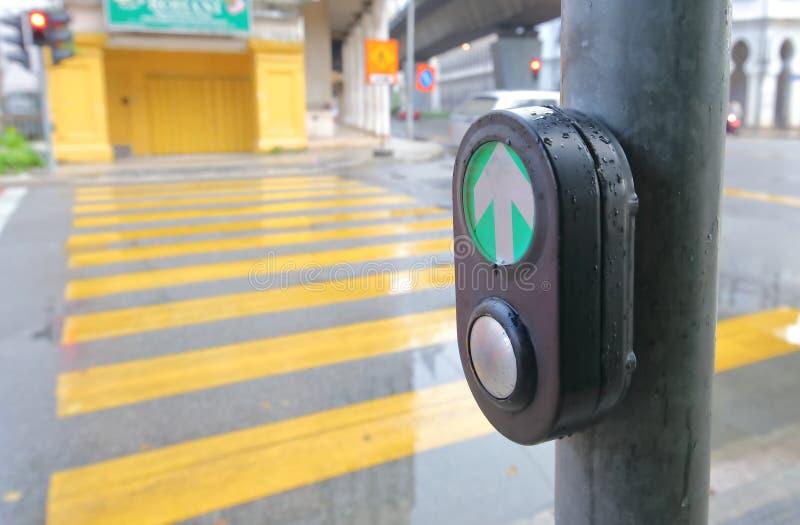 德国柏林行人过街交通灯库存图片. 图片包括有berlitz, 步行者, 红色, 安全性, 等待, 德语- 158375445
