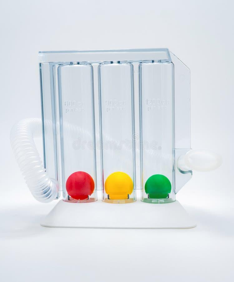 行使的呼吸作用设备通过深刻的启发三倍房间 呼吸疗法的医疗设备在手术以后 库存照片