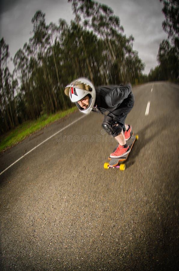 行动的下坡溜冰板者 免版税库存图片