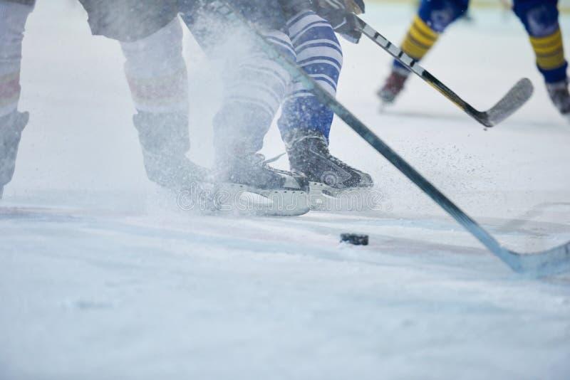 行动的冰球球员 免版税图库摄影