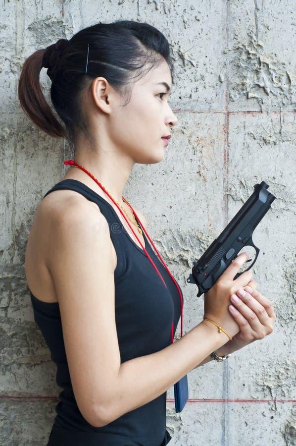手铐女警视频_行动的女警。 库存图片. 图片 包括有 犯罪, 争取, 布琼布拉, 手铐 ...