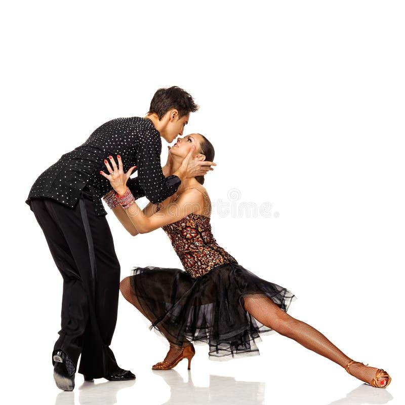 行动的拉丁美州的舞蹈家。 隔绝 免版税库存照片