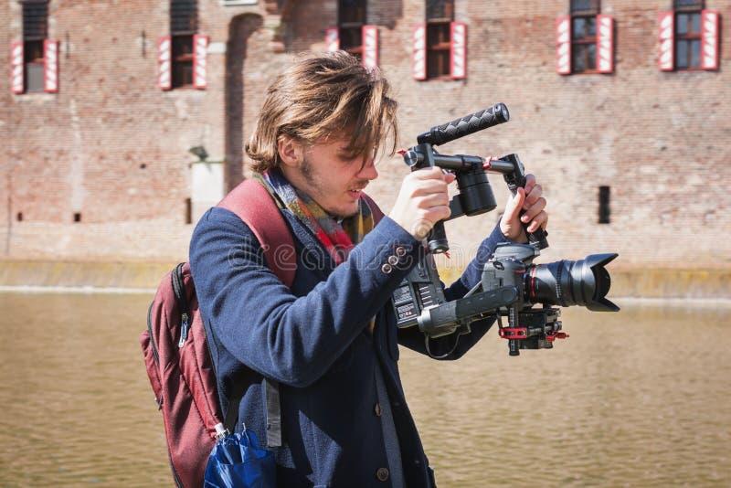 行动的摄影师在公平矮子的幻想期间 库存照片